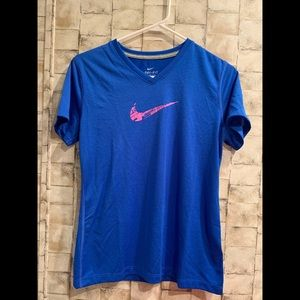 Juniors Nike dri fit V-neck shirt